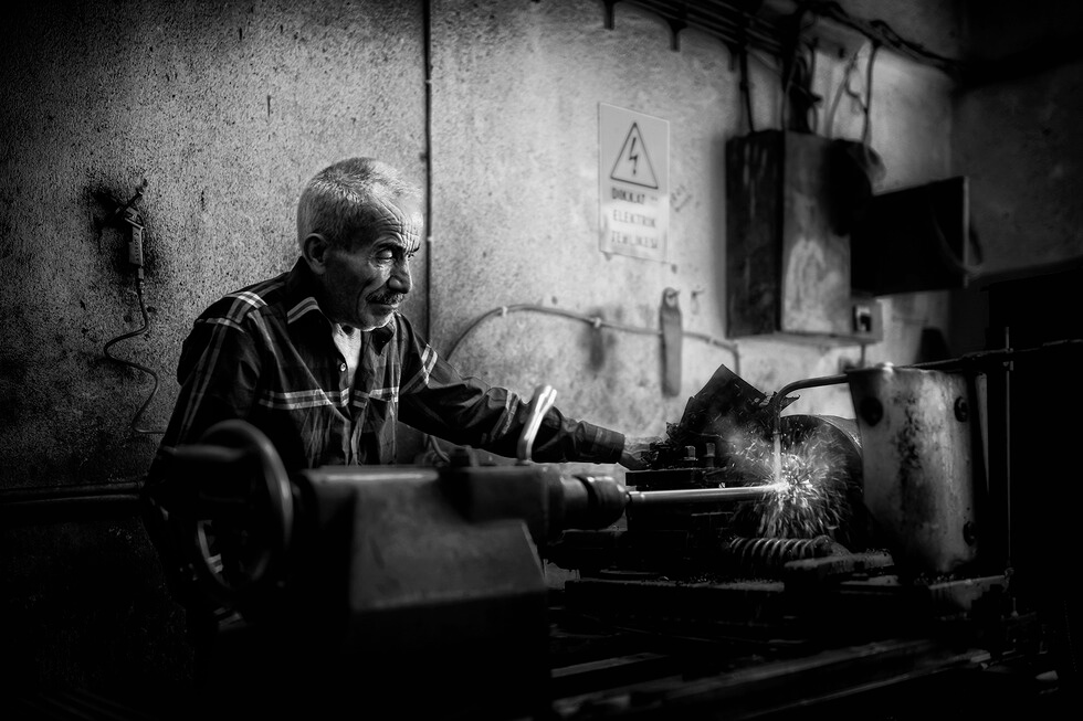Turnery Master. Photo credit: Erkan Kalenderli, 2015 CGAP Photo Contest.